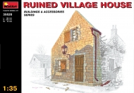 Разрушенный деревенский дом